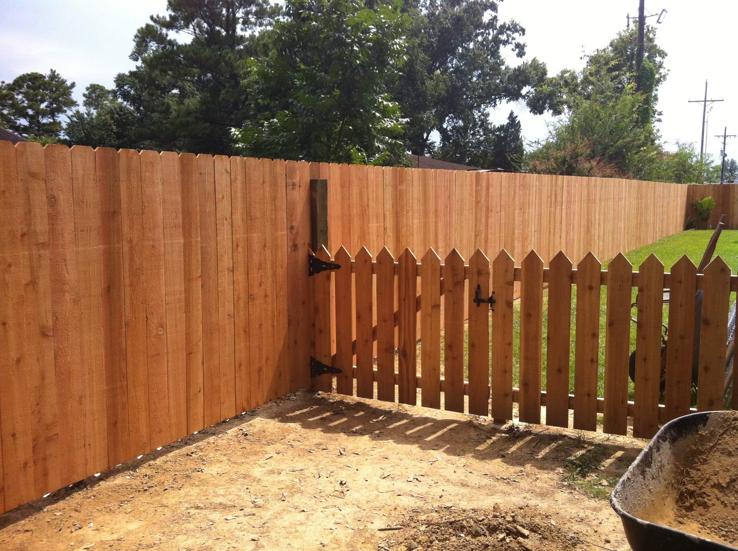 Custom Cedar Picket Fence with 6' Cedar
