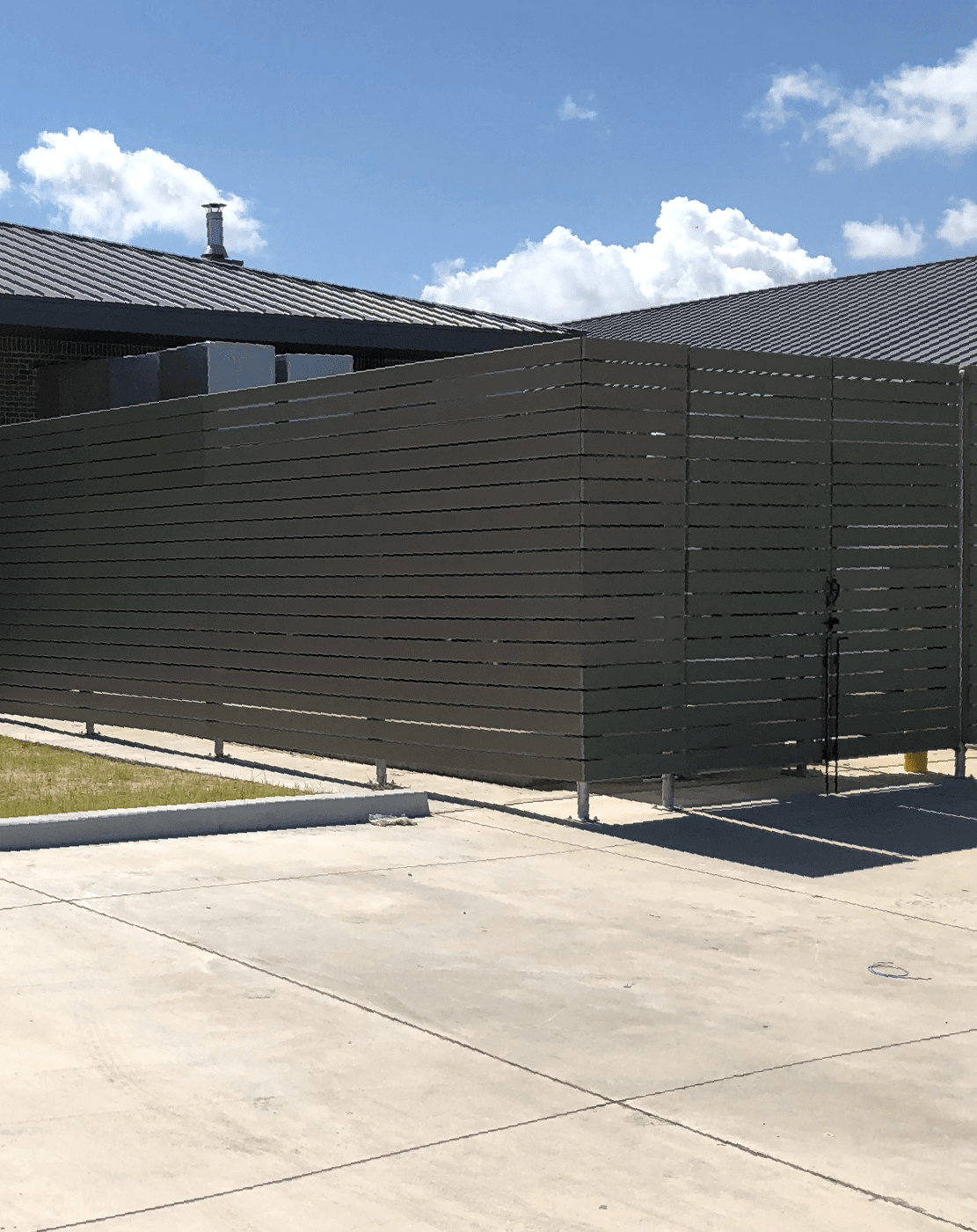 Composite Wood Horiztonal Fence with Steel Posts